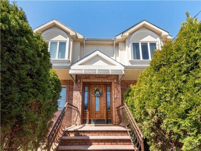 3 BR,  4.00 BTH  Single family style home in Dongan Hills-below Hylan