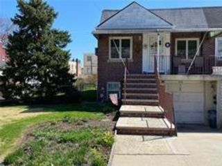 2 BR,  2.00 BTH Single family style home in Middle Village