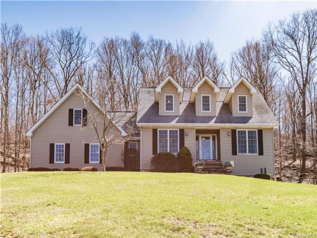 3 BR,  4.00 BTH Colonial style home in Fishkill
