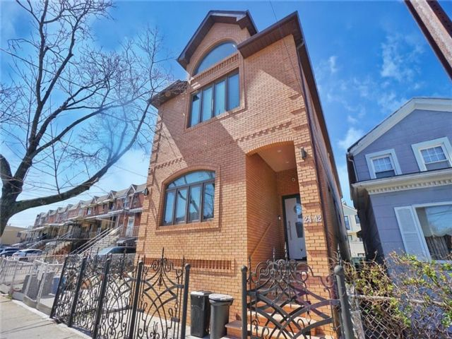 4 BR,  5.00 BTH Single family style home in Sheepshead Bay