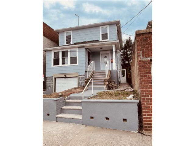 3 BR,  1.00 BTH 2 story style home in Wakefield