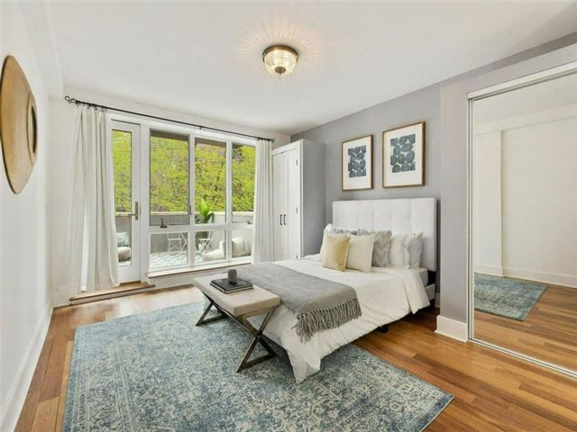 2 BR,  2.00 BTH Condominium style home in Fort Hamilton