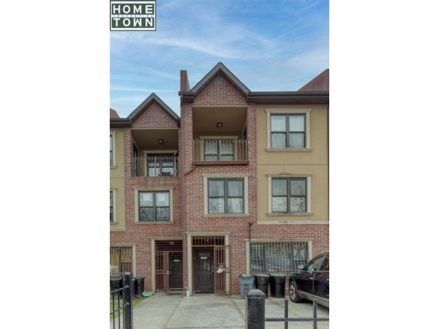 8 BR,  4.00 BTH  style home in Crown Heights