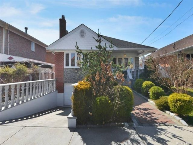 3 BR,  2.00 BTH Raised ranch style home in Beechhurst