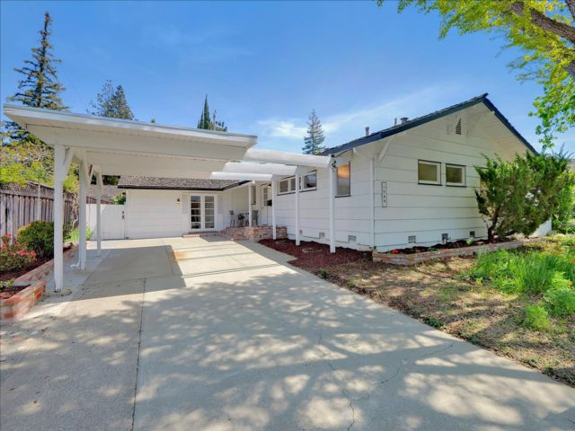 3 BR,  2.00 BTH Traditional style home in Mountain View