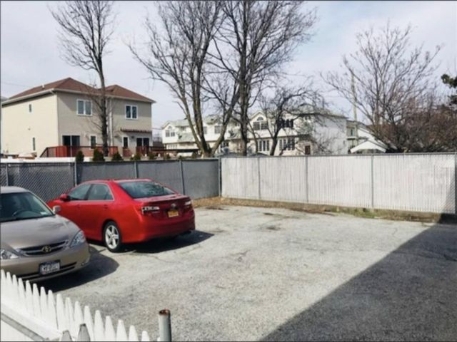 8 BR,  6.00 BTH  Multi-family style home in New Dorp
