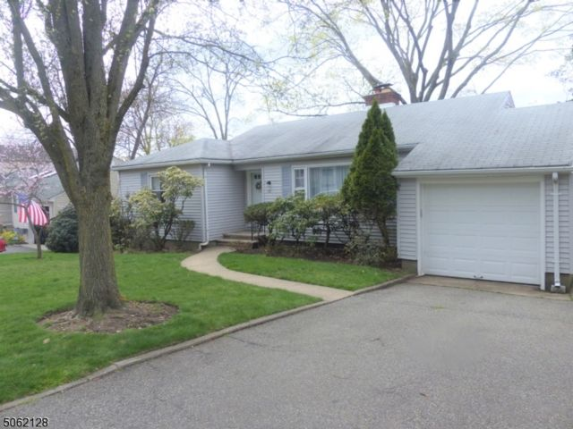 3 BR,  1.50 BTH Ranch style home in North Caldwell