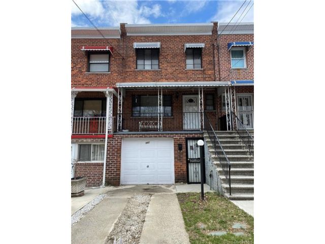 3 BR,  2.00 BTH Trilevel style home in Wakefield