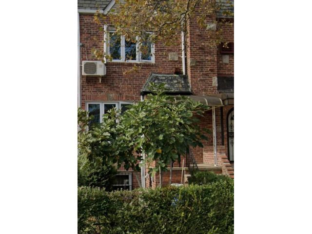 2 BR,  2.50 BTH 2 story style home in Brooklyn