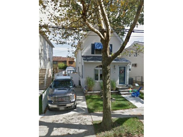3 BR,  3.00 BTH Single family style home in South Beach