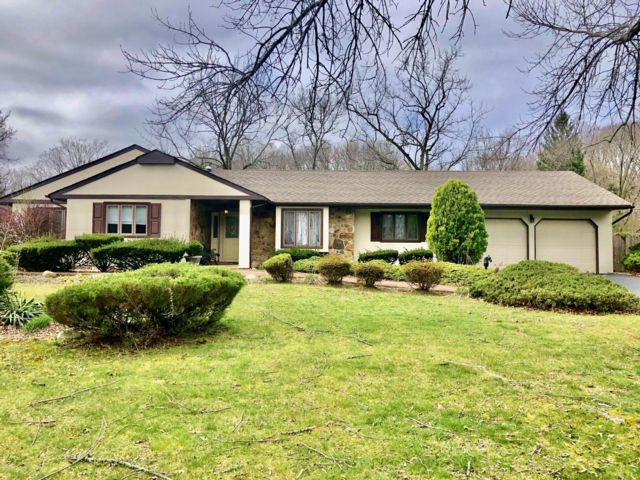 4 BR,  3.00 BTH Ranch style home in Dix Hills