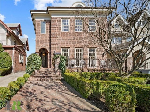 8 BR,  6.00 BTH Single family style home in Midwood