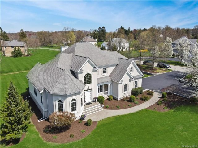 4 BR,  4.00 BTH Colonial style home in Cornwall