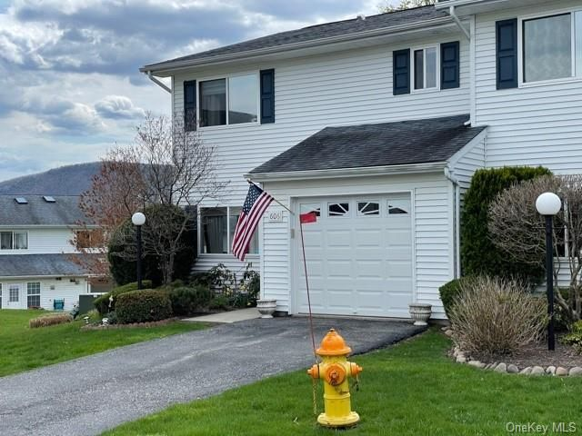 4 BR,  4.00 BTH Townhouse style home in New Windsor