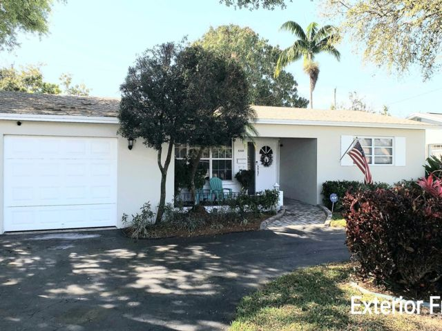 3 BR,  2.00 BTH Ranch style home in Hollywood