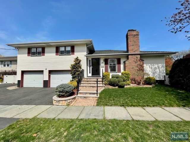 4 BR,  2.50 BTH Split level style home in Rutherford