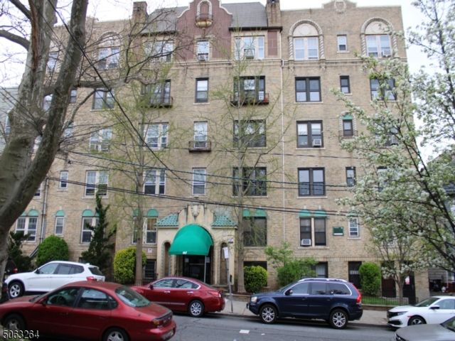 1 BR,  1.00 BTH Hi-rise style home in Jersey City