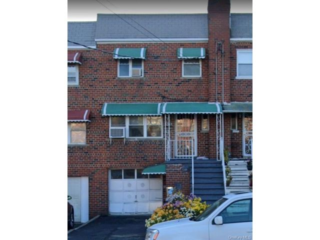 3 BR,  2.00 BTH 2 story style home in Wakefield