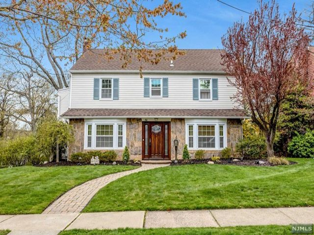 3 BR,  2.50 BTH Colonial style home in Rutherford
