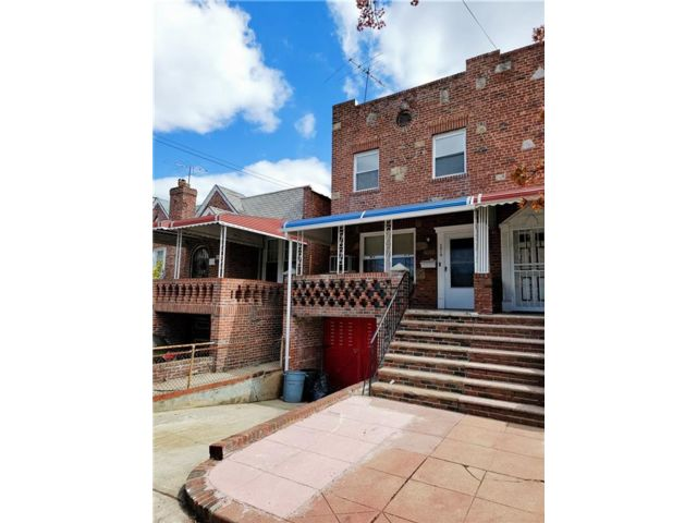 3 BR,  3.00 BTH Single family style home in Old Mill Basin