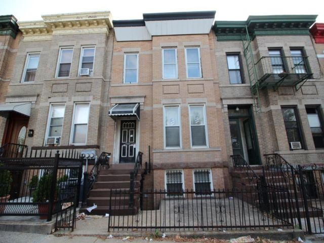 7 BR,  2.00 BTH Multi-family style home in Sunset Park
