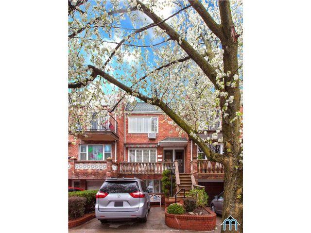7 BR,  3.00 BTH Multi-family style home in Bensonhurst