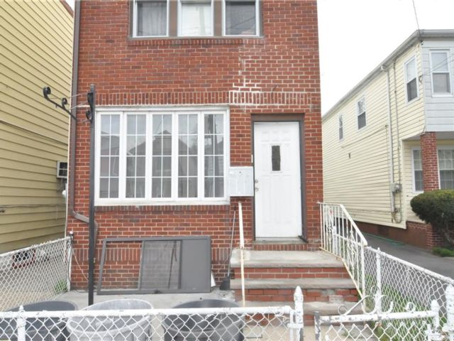 5 BR,  3.00 BTH Multi-family style home in Canarsie