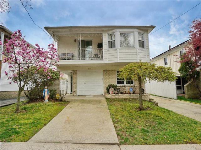 4 BR,  4.00 BTH Multi-family style home in New Springville