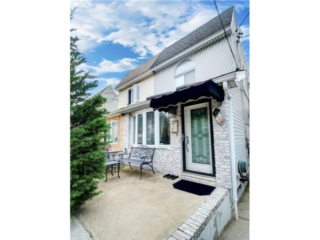 3 BR,  4.00 BTH Single family style home in Bergen Beach