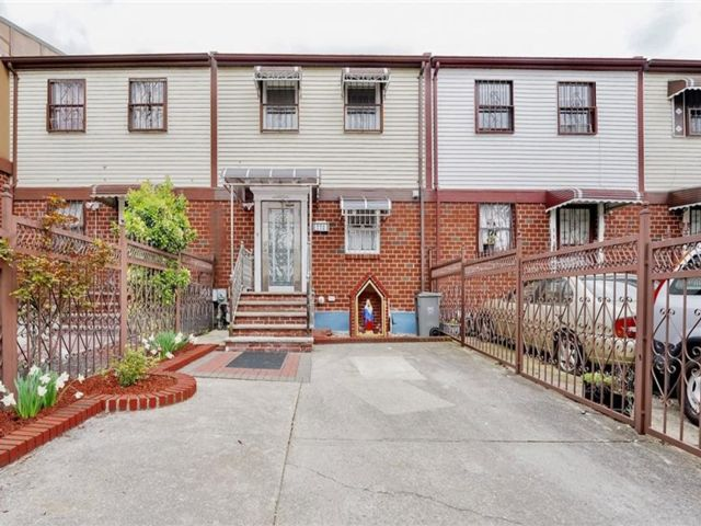 3 BR,  2.00 BTH  Townhouse style home in Morrisania