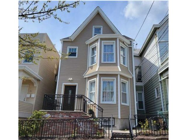4 BR,  3.00 BTH Colonial style home in Paterson