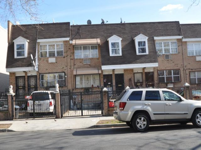 7 BR,  3.55 BTH 2 story style home in Bushwick