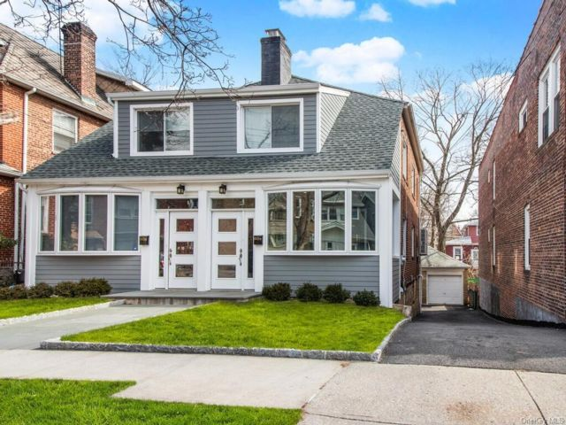 3 BR,  2.00 BTH 2 story style home in Riverdale