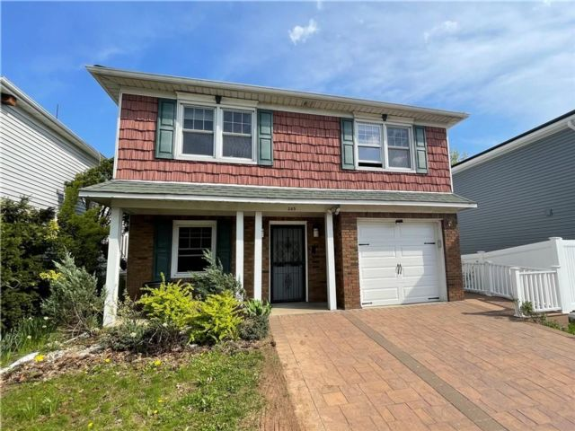 4 BR,  2.00 BTH Single family style home in Heartland Village