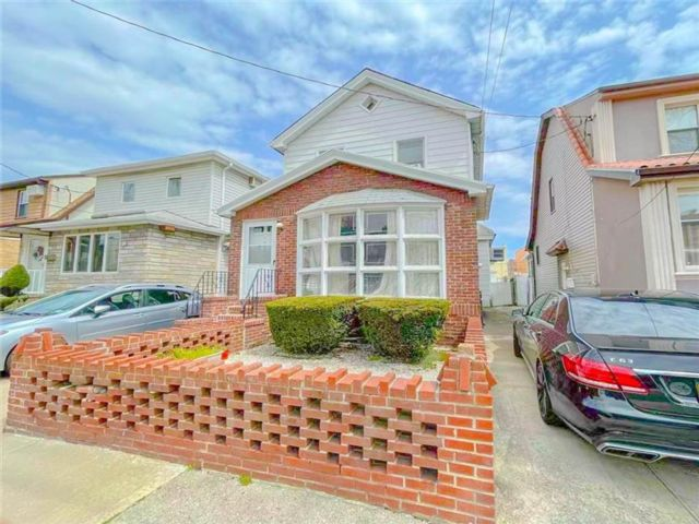 2 BR,  2.00 BTH  Single family style home in Gravesend
