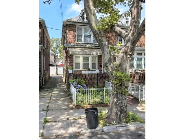 3 BR,  3.00 BTH Multi-family style home in Flatlands