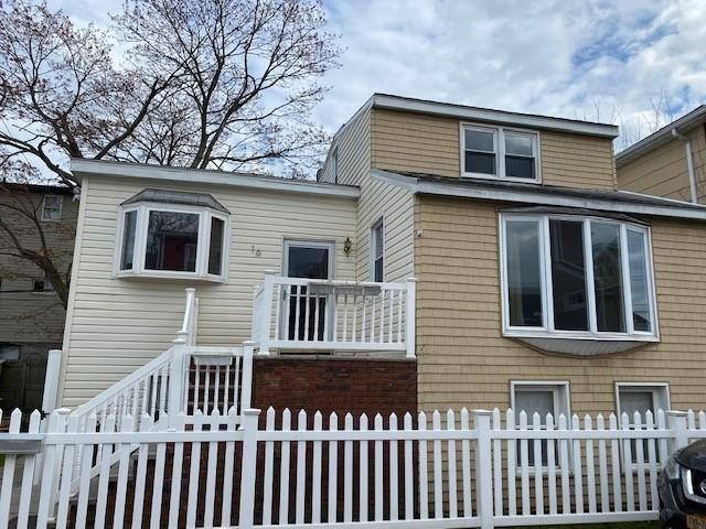 4 BR,  2.00 BTH  Single family style home in Gerritsen Beach