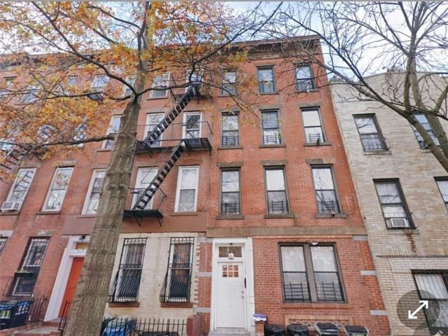 8 BR,  4.00 BTH  Multi-family style home in Park Slope