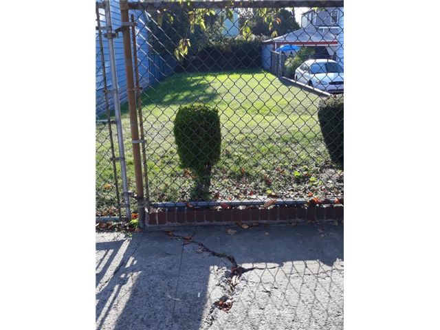 Lot <b>Size:</b> 25` X 100` Land style home in East New York