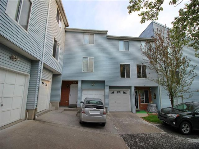 2 BR,  3.00 BTH Single family style home in Annadale