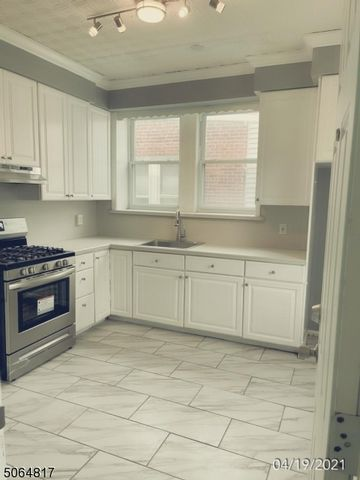 2 BR,  1.00 BTH House style home in Bloomfield