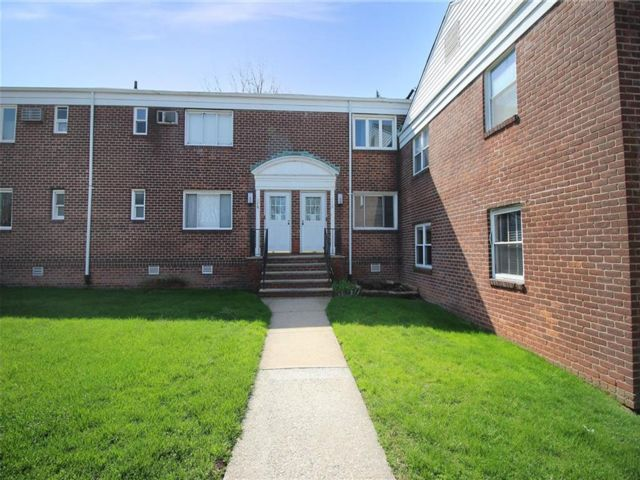 1 BR,  1.00 BTH Co-op style home in Grymes Hill