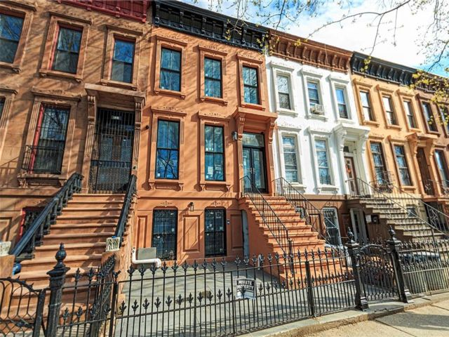 5 BR,  4.00 BTH Multi-family style home in Bedford Stuyvesant