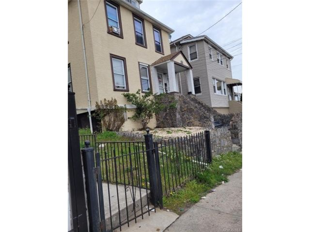9 BR,  3.00 BTH  2 story style home in Yonkers