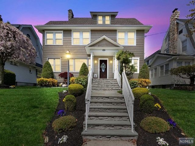 4 BR,  2.55 BTH Colonial style home in Rutherford