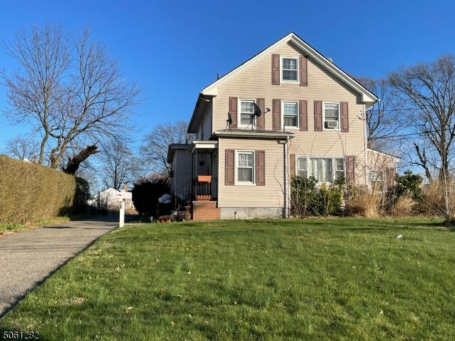 5 BR,  2.55 BTH  Multi-family style home in Union