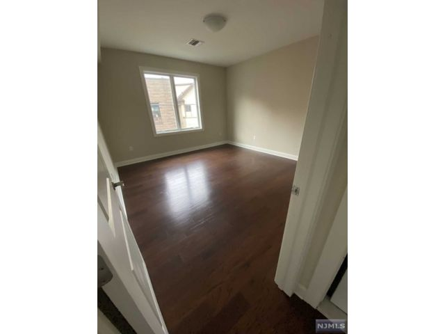1 BR,  1.00 BTH  Apartment style home in Fort Lee