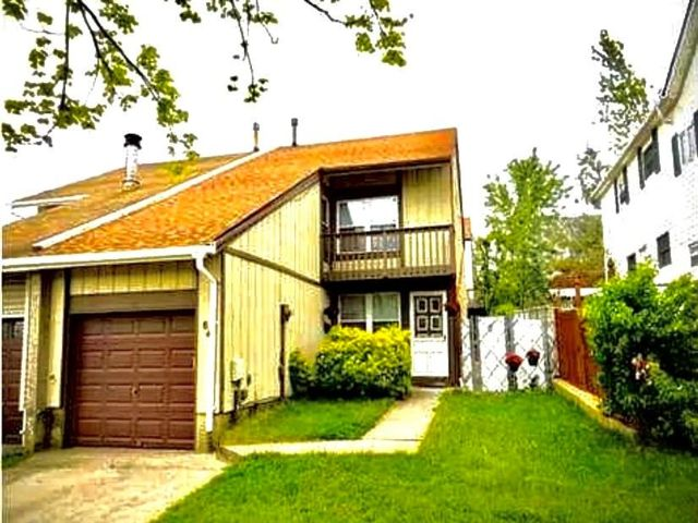 3 BR,  2.00 BTH Single family style home in Annadale
