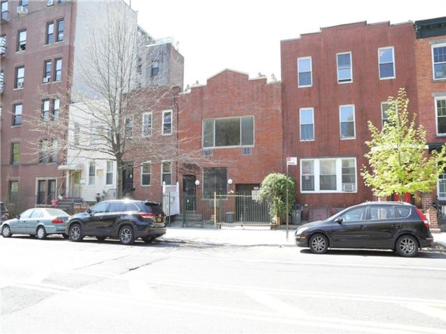 3 BR,  2.00 BTH  Single family style home in Windsor Terrace