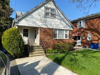 4 BR,  2.00 BTH Single family style home in Bergen Beach